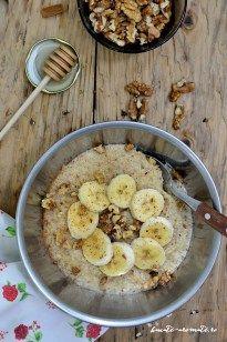 Terciul de ovăz (sau porridge) este un mic dejun gustos şi hrănitor pe bază de lapte şi fulgi de ovăz, îndulcit cu miere, cu topping de banane şi nuci.