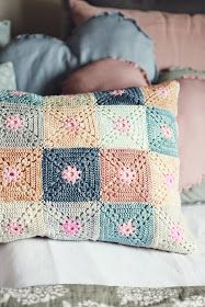 Ideas Crochet Pillow Pattern Dutch For 2019 Crochet Pillows, Crochet Cushion Cover, Crochet Pillow Pattern, Crochet Motifs, Crochet Blocks, Crochet Squares, Crochet Patterns, Granny Squares, Crochet Simple