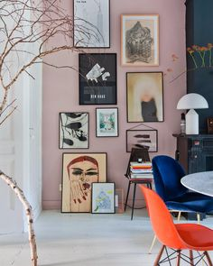 The home of has us fully committing to a blush pink gallery wall. Pink Walls, New Wall, Interior Inspiration, Design Inspiration, Home Furnishings, Living Room Decor, Living Rooms, Bedroom Decor, Diy Home Decor