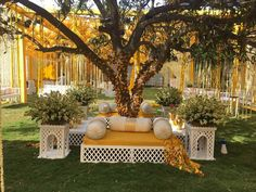 Check out mehendi décor ideas from real Indian wedding celebrations. From genda phool to dreamcatchers and whatnot- these mehendi décor ideas are goals! Rustic Wedding Decorations, Desi Wedding Decor, Marriage Decoration, Wedding Mandap, Wedding Ideas, Pakistani Wedding Decor, Moroccan Wedding, Wedding Backdrops, Backdrop Decorations