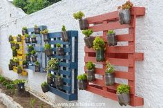 100 Beautiful DIY Pots And Container Gardening Ideas Vertical Pallet Garden, Wood Pallet Planters, Herb Garden Pallet, Backyard Garden Landscape, Vertical Gardens, Pallets Garden, Garden Landscaping, Pallet Wood, Wood Pallets