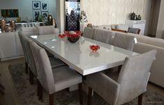 <b>Casa Diva</b> Mesa em laca branca. Cadeiras estofadas.