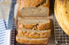 This is INCREDIBLE Skinny Banana Bread recipe with low sugar and low fat! Love this healthy recipe! Low Sugar Banana Bread, Skinny Banana Bread, Banana Bread Cake, Healthy Banana Bread, Best Banana Bread, Low Sugar Recipes, No Sugar Foods, Banana Bread Recipes, Healthy Treats