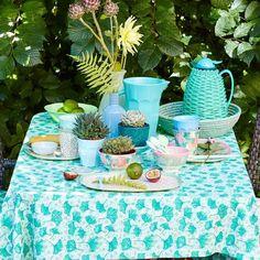 Mooie kan van melamine in de mooie kleur 'Dusty Green'. Voor 1,75 liter water, limonade of bowl, verzin het maar. Kleurt prachtig bij de andere keukenaccesso...