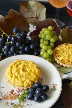 Apfel-Zwiebel-Tartelettes mit Kartoffel-Käse-Kruste