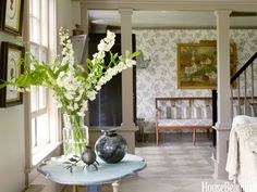 Living Room Ringwold wallpaper complements the living room's neutral tones.