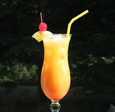 "Recipe from: hamptonroadshappyhour Image credit: hamptonroadshappyhour Windy City Hurricane ""This tasty Rum laden libation is a. Cocktail Shots, Cocktail Night, Tea Cocktails, Alcoholic Drinks Jello Shots, Liquor Drinks, Summer Drinks, Fun Drinks, Myers Rum, Bacardi Rum"