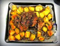 Coscetto di agnello con patate al forno Tuscan Recipes, Italian Recipes, Tuscany Food, Toscana Italia, Pot Roast, Wine Recipes, Food La, Carne, Ethnic Recipes
