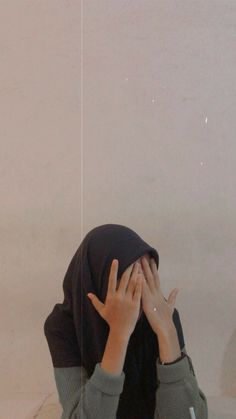 Hijabi Girl, Girl Hijab, No Face, Selfi Tumblr, Foto Mirror, Aesthetic Girl, Aesthetic Photo, Tmblr Girl, Profile Pictures Instagram