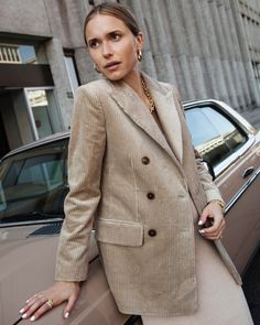 Trend Alert: Outfit Inspirations with Corduroy! Blazer Fashion, Fashion Outfits, Fashion Tips, Womens Fashion, Simple Fall Outfits, Looks Street Style, Blazers For Women, Mode Style, Sandro