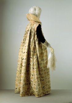 Gown 1610-1615 The Victoria & Albert Museum