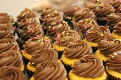 Classic vanilla and chocolate cupcakes getting some sprinkles! Vanilla And Chocolate Cupcakes, Chocolate Chip Cookies, Carlos Bakery, Good Food, Yummy Food, Cake Boss, Restaurant Recipes, Food Truck, Beautiful Cakes