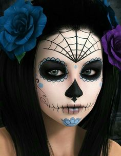 Check Out 23 Best Sugar Skull Halloween Makeup Ideas. Sugar skull makeup is everywhere around Dia de los Muertos, and the skill and work involved in creating many of these looks is mind-blowing. Sugar Skull Halloween, Yeux Halloween, Halloween Eye Makeup, Halloween Eyes, Fall Halloween, Halloween Party, Vintage Halloween, Facepaint Halloween, Sugar Skull Costume