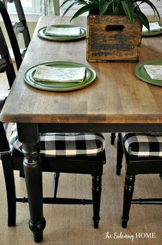 Decoration Kitchen - Farmhouse Wood Kitchen Table Makeover - The Endearing Home Refurbished Kitchen Tables, Refinishing Kitchen Tables, Painted Kitchen Tables, Dining Table Makeover, Kitchen Table Makeover, Farmhouse Kitchen Tables, Kitchen Furniture, Dining Room Table, A Table