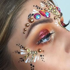 ♢ FESTIVAL from our dream girl ⚡️☀️Using a mix of . - Carnaval ♢ FESTIVAL from our dream girl ⚡️☀️Using a mix of jewels including our NEW Paradise Collection Tahitian Gold Face Jewel & our Wanderlust Collecti Makeup Inspo, Makeup Art, Makeup Inspiration, Beauty Makeup, Festival Paint, Festival Make Up, Festival Makeup Glitter, Glitter Makeup, Rave Makeup