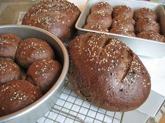 This post is over a week late for Tuesdays with Dorie, but I could never let it be said that I skipped a bread recipe! In our house, most of us like rye bread and pumpernickel bread, though we are … Rye Bread Recipes, Bread Machine Recipes, Pumpernickle Bread Recipe, Pain Artisanal, Biscuits, Bread Bun, Bread Rolls, Quiche, Cake Recipes