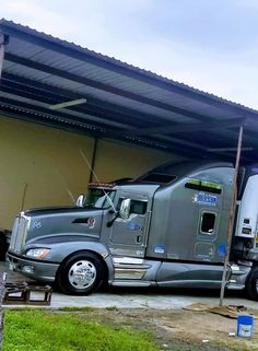 Show Trucks, Big Rig Trucks, Custom Big Rigs, Custom Trucks, Heavy Construction Equipment, Classic Tractor, Truck Paint, Road Train, Kenworth Trucks