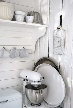 white vintage kitchen detail. Repinned by www.silver-and-grey.com