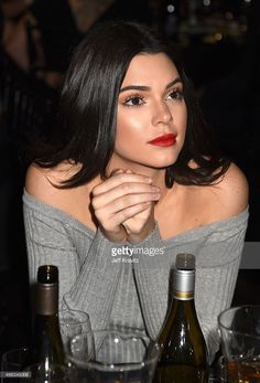 Kendall Jenner and sister Kourtney at Justin Bieber's roast The and Kourtney Kardashian appeared to be stifling a giggle. Kendall E Kylie Jenner, Kardashian Jenner, Kourtney Kardashian, Kendall Jenner Wallpaper, Beauty Makeup, Hair Makeup, Hair Beauty, Flawless Makeup, Justin Bieber Roast