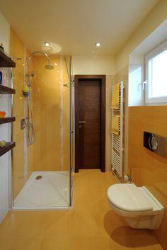 Realizácia povrchovej úpravy stien kúpeľne.
