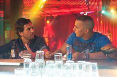 "Zeki Müller (Elyas M'Barek) diskutiert mit Knastkumpel Paco (Farid Bang) über zukünftige ""Projekte""."