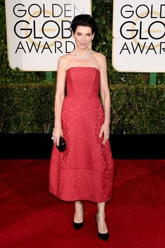 Julianna Margulies in Ulyana Sergeenko at the 2015 Golden Globes. (Photo: Jason Merritt/Getty Images)