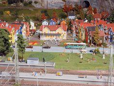 Typisch norwegisch sind die dicht aneinander gereihten, bunten Wohnhäuser, die etwas abseits vom Zentrum der Stadt Bervik stehen.