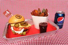 Fletcher Davis burger Vybírejte na http://babiccinrozvozjidel.cz/ a objednávejte na 725 880 008