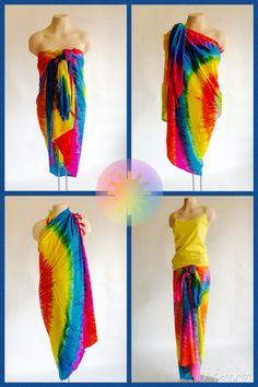 Lijkt je dat nou niet heerlijk zo'n luchtige doek om je heen met dit weer?  De Sarong is het meest veelzijdige kledingstuk ter wereld. Het is een ideale ligdoek voor op het strand of praktisch en stijlvol als omslagdoek te dragen.   Daarnaast is het ook uitermate geschikt als rokje of jurk. Licht als een veertje en snel weer droog. Ideaal om mee te nemen op vakantie of naar het strand.  Op onze foto's zie je nog maar 4 manieren waarop je onze regenboog sarong zou kunnen dragen. Maar dit…