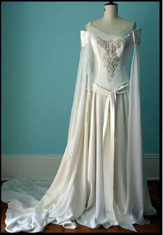 http://www.weddingdressesinfo.com/collection/celtic_wedding_dresses/Celtic_Wedding_Dresses14.html