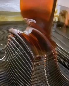 Oddly Satisfying - The way this varnish flows Satisfying Pictures, Oddly Satisfying Videos, Satisfying Things, Wow Video, New Funny Videos, Cool Stuff, At Least, Stress Relief, Tbt Instagram