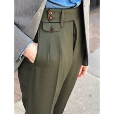The pleated pants is back and with a more tailored cuff African Wear Styles For Men, African Men Fashion, Best Mens Fashion, Mens Fashion Suits, Men's Fashion, Latex Fashion, Fashion Vintage, Blazer Outfits Men, Chinos Men Outfit