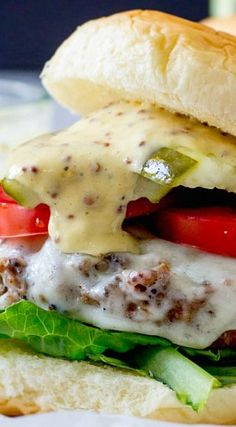 Smoky Beer Burgers with Gouda & Mustard-Horseradish Aioli .stuck to grill and got all inside! Grilling Recipes, Gourmet Recipes, Cooking Recipes, Healthy Recipes, Gourmet Foods, Barbecue Recipes, Cooking Tips, Beer Burger, Burger And Fries
