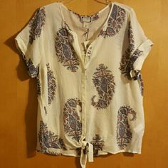Woman shirt Woman's shirt, NWT. Comes from a smoke/pet free home Tops Blouses