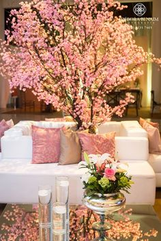 confira essa Decoração de Casamento Clássica no Le Buffet, com arranjos de flores rosas e brancas, que contou a execução da empresa Ideias de Evento.