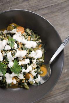 Gemüse mit Gerste und Gewürzjoghurt (vegan) / Pismek