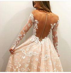 Belle en Blanc Lausanne  Hayley Paige Orchid long sleeve wedding dress
