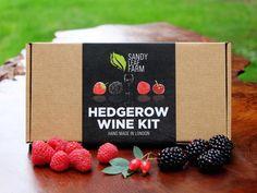 Todo lo necesario para hacer un delicioso vino lo tienes en el Kit para Hacer Vino Artesanal. Además, le podrás dar el sabor afrutado que prefieras, ¡delicioso!
