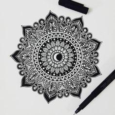 😏 Amazing DIY ideas for creative minds? Doodle Zen, Mandala Doodle, Mandala Art Lesson, Doodle Art Drawing, Mandalas Drawing, Mandala Artwork, Zentangle Drawings, Mandala Painting, Pencil Art Drawings