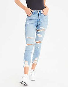 American Eagle Super High Rise Distressed Jeggings Ne(X)t Level Stretch. Your jeans have never fit or felt better. Ne(x)t Level. We're serious about stretch and we created this fabric based on what you want! Black Ripped Jeans Outfit, Cute Ripped Jeans, Heels Outfits, Jean Outfits, Teen Fashion Outfits, Girl Outfits, Summer Outfits, New Look Fashion, Western Jeans