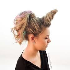#FreakyFriday Check out this Unicorn hairstyle we found on the internet. The colour is so cute... You can achieve this look using coloured hair chalks. Theses chalks and coloured sprays are a fun way to add a pop of colour hair without the commitment. These chalks wash out after one or two washes. Fabulous for parties, weekends away, festivals and looking like a Unicorn! Have a magical weekend!! :)