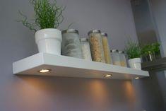 Geen bovenkastjes en toch verlichting..... Kitchen Rules, New Kitchen, Dinner Room, Home Board, Home Kitchens, Kitchen Design, Interior Decorating, Sweet Home, New Homes