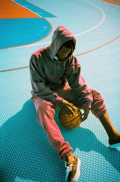 A look at the capsule collection from No Diploma shot in Turks and Caicos by Ben Brûlé. Portrait Photography Men, Photography Poses For Men, Male Models Poses, Male Poses, Pont Paris, Basketball Photos, Basketball Photography, Men Photoshoot, Human Poses