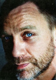 Beautiful blue eyes an scruffy too Daniel Craig Daniel Craig, Craig 007, Craig Bond, Beautiful Eyes, Gorgeous Men, Pretty People, Beautiful People, Good Looking Men, Famous Faces