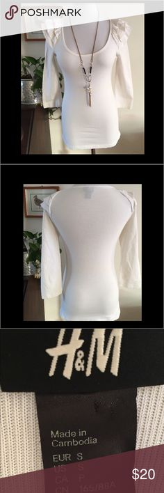 Adorable H&M Top. Adorable H&M Top. Great pre-owned condition. Ruffled shoulders. H&M Tops Blouses
