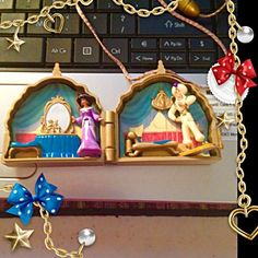 RARE! Disney's Aladdin & Jasmine necklace playset Rare Disney's Aladdin and Jasmine necklace play set I bought this when my daughter was young around 1990's I think. It is in great condition no missing paint or chips, she took care of her toys very good. I am a motivated seller and would love to hear your offer!☝️ Disney Jewelry Necklaces