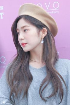 Red Velvet's Irene is a super gorgeous visual! Here are times Irene wore a cute beret, and killed it with her ethereal beauty!
