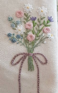 Funny Embroidery, Embroidery Flowers Pattern, Creative Embroidery, Simple Embroidery, Embroidery Transfers, Learn Embroidery, Hand Embroidery Stitches, Embroidery Hoop Art, Embroidery Designs