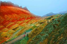Montanhas coloridas na China , parece um sonho psicodelico