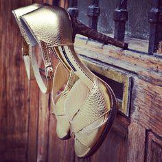 #the5thelementshoes #rosettishowroom #springsummer #sandals #gold #bride #leather #heels